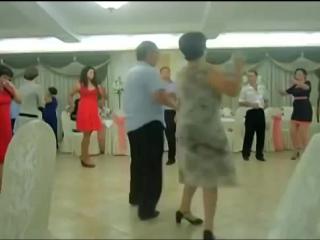 наверное они бывшие танцоры