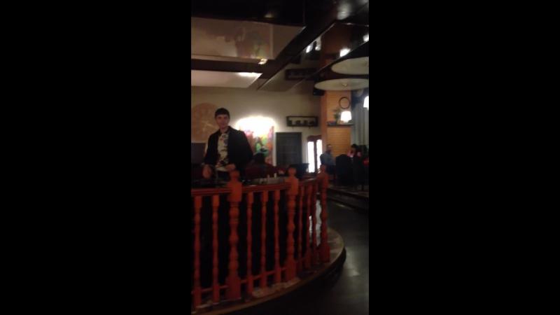 Выступление в ресторане Моцарт Артема Сикатуры с авторской песней Demain ce sera bien
