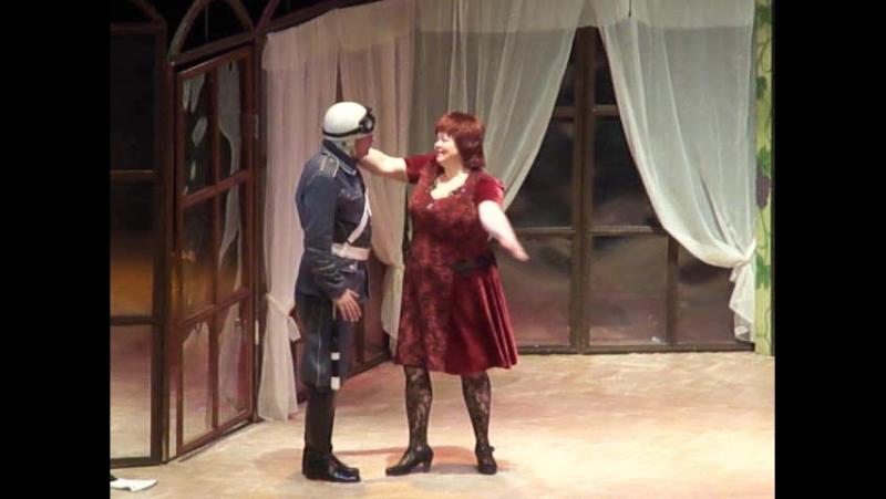 Сцена из спектакля Супница Зоя Буряк и Аркадий Коваль