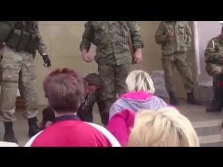 Самосуд ДНР признал девушку виновной,и приговорил к казни!