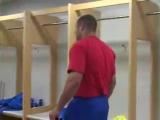 Федор Емельяненко смотрит бой своего брата