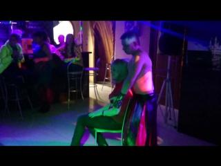 мужской стриптиз 8 марта в диско-баре
