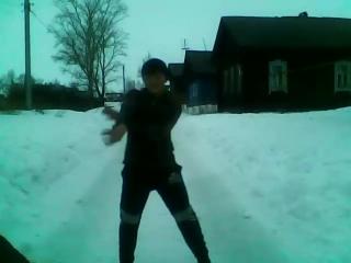 деревенский парень тенцует тиктоник