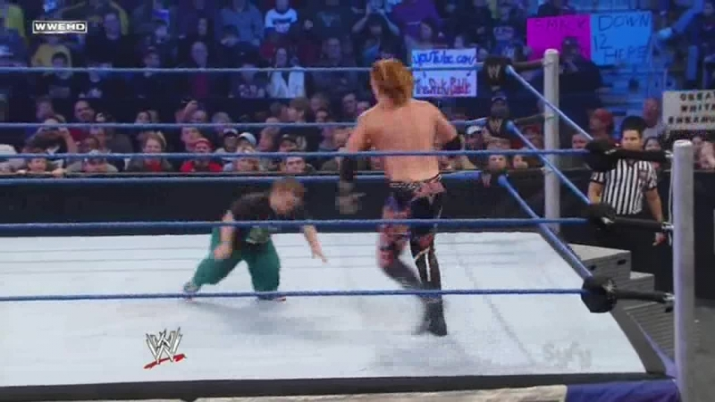 (WWEWM) WWE Friday Night Smackdown 06.01.2012 - Hornswoggle vs. Heath Slater (Over the Top Rope Challenge)