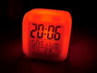7 Renk Değiştiren Alarmlı Dijital Küp Saat   Firsatci.com