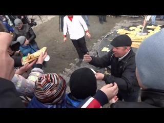 Бесплатные блины можно и с лопаты покушать (Ставрополь)