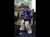 Илья Ежов танцует в раздевалке | vk.com/hockeykorob (ХОККЕЙ 2015)