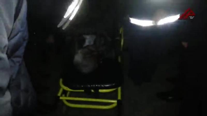 Sürücü aşırdığı avtomobilin altında qaldı - VİDEO