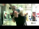 How to Fight Like Mike Tyson - Peekaboo Style - Борьба как Майк Тайсон