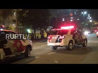 Бразилия: Полиция оборотился вызовы для удаления Темер с слезоточивым газом в Сан-Паулу.