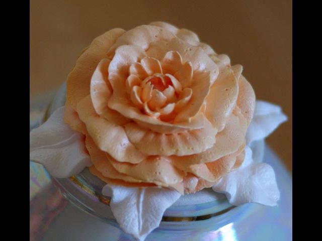 пион вариан 2. насадкой роза -104 и насадкой 81-хризантема.cream peony