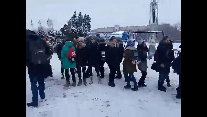 Access pupils in Slovyansk are happy because a real winter has come to Ukraine.