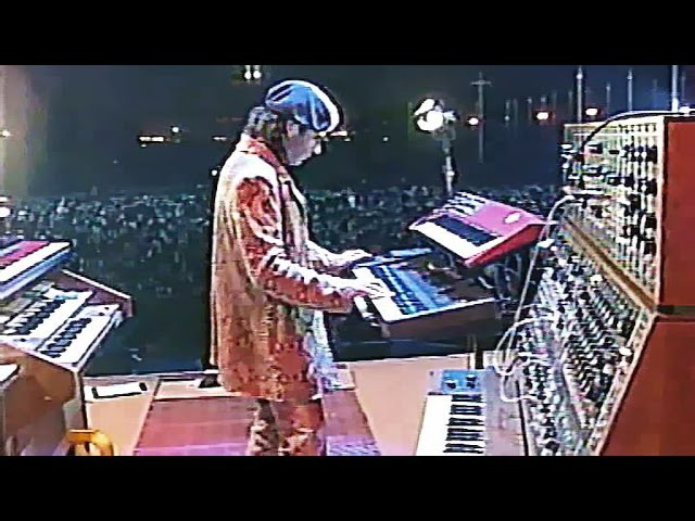 Jean Michel Jarre Live 1997 MOSCOW RUSSIA Remaster www.youtube.comwatchv=5wsC1jtseaA