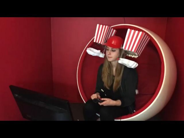 Роботизированный шлем для поедания попкорна