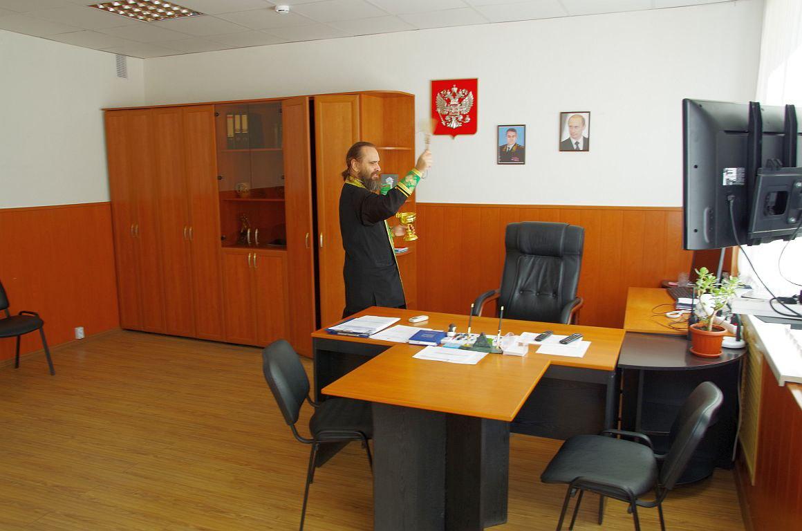 В Таганроге священник Константин Галацан освятил таганрогский отдел ГИБДД