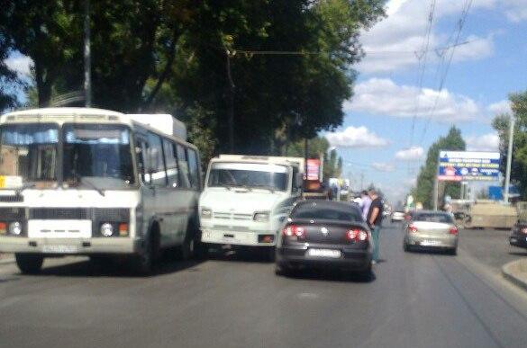 В Таганроге на Николаевском шоссе произошло тройное ДТП