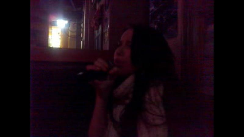 крістал і мікрофон