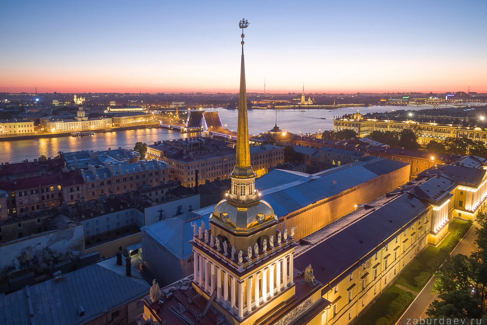 Здание Адмиралтейства в Санкт-Петербурге, белые ночи