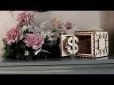 Настоящий сейф с кодовым замком - необычный сувенир из дерева