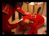София Ротару подписывает гитару Василия Богатырёва