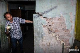 Разрушение несущей стены. Ирбит, ул. Орджоникидзе, 18. 18 июля 2016 г.