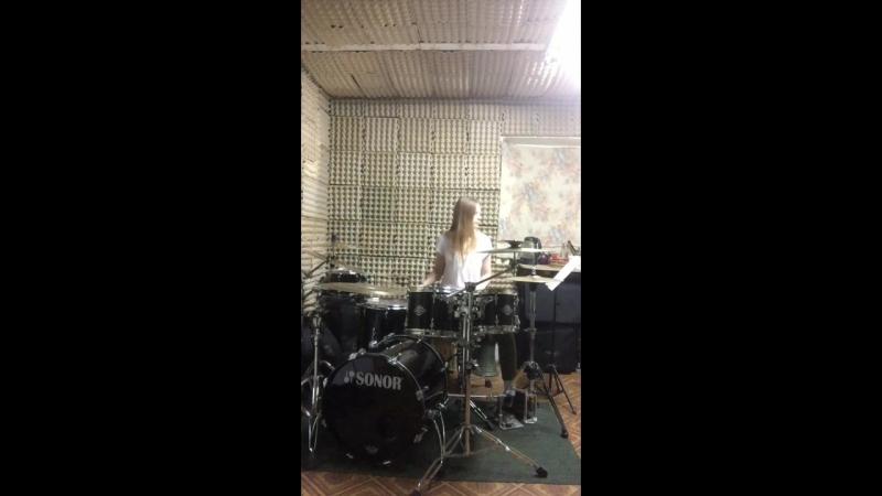 Настя Абсаматова - Metallica Enter Sandman (фрагмент)