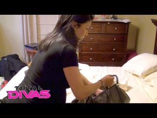 [Crossface] Rosa gets ready to depart for the hospital to have her baby: Total Divas Preview, April 19, 2016