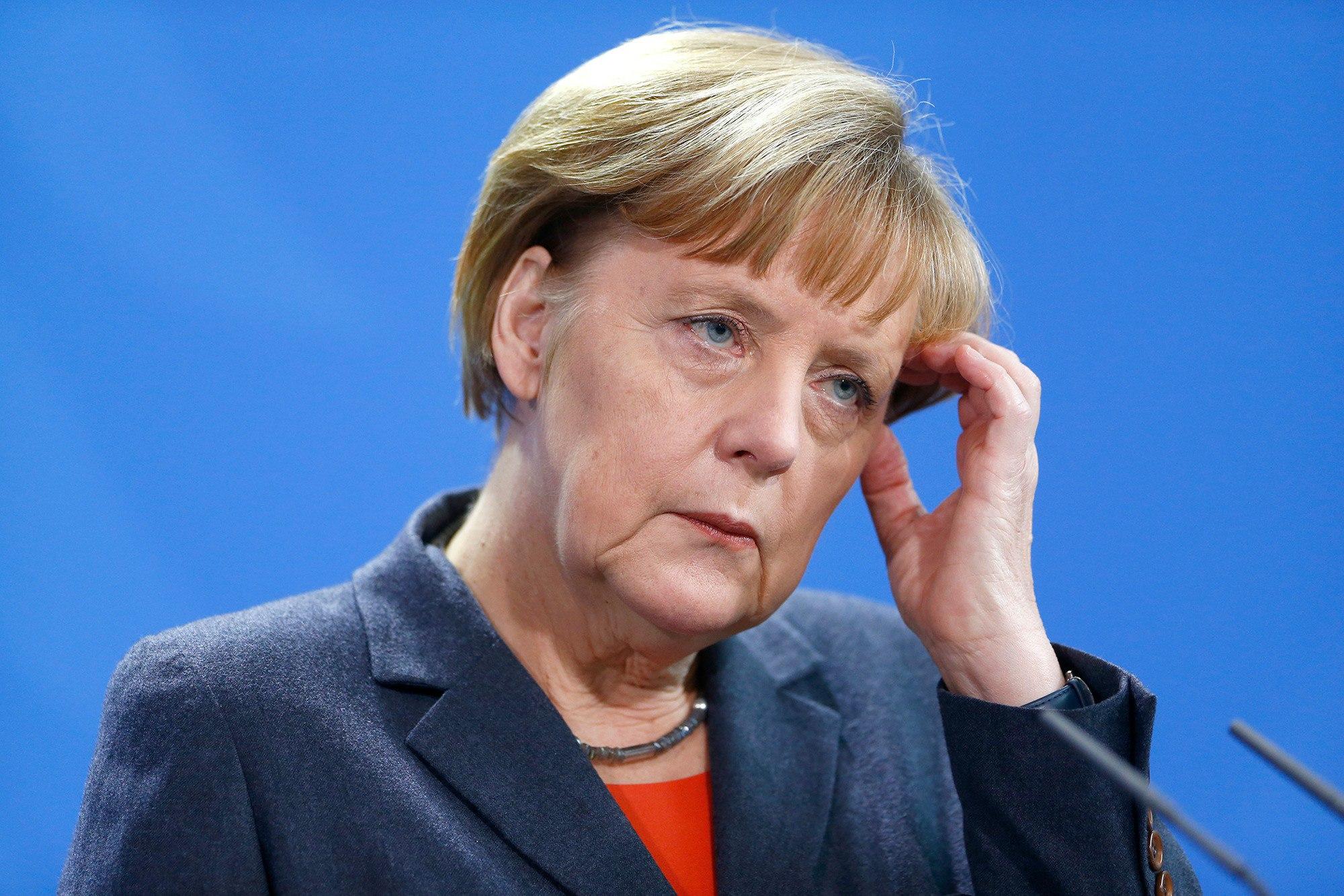 Попытка остаться на плаву: Меркель предложила запретить ношение мусульманской одежды
