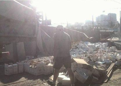 В Крыму опрокинулся грузовик с 18 тоннами вина «Массандра» (видео)