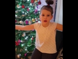 доча поёт рождественскую песню на норвежском