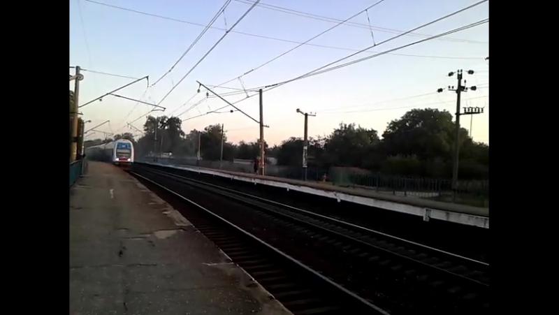 EJ 65 02 Рейсом 729 інтерсіті Геническ Харьков проходит платформу Карачёвка