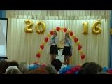 Яна и Настя на Последнем звонке поют песню