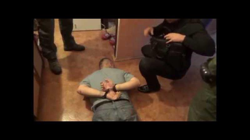Оперативная съемка задержания Артема Чеботарева