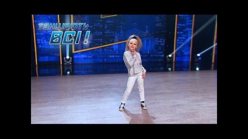 Эта малышка порвала зал своим ярким энергичным танцем Танцуют все