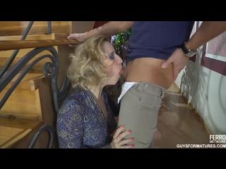 Грудастая Блондинка В Комнате Удовольствий