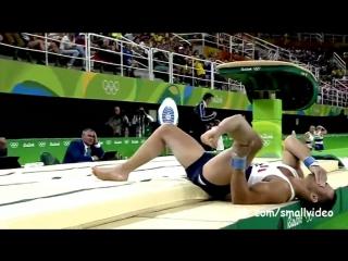 Французский гимнаст сломал ногу