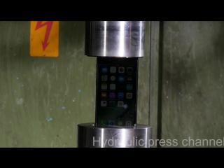 iPhone 7 против гидравлического пресса