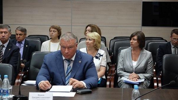 Глава района Дмитрий Иванов на заседании палаты