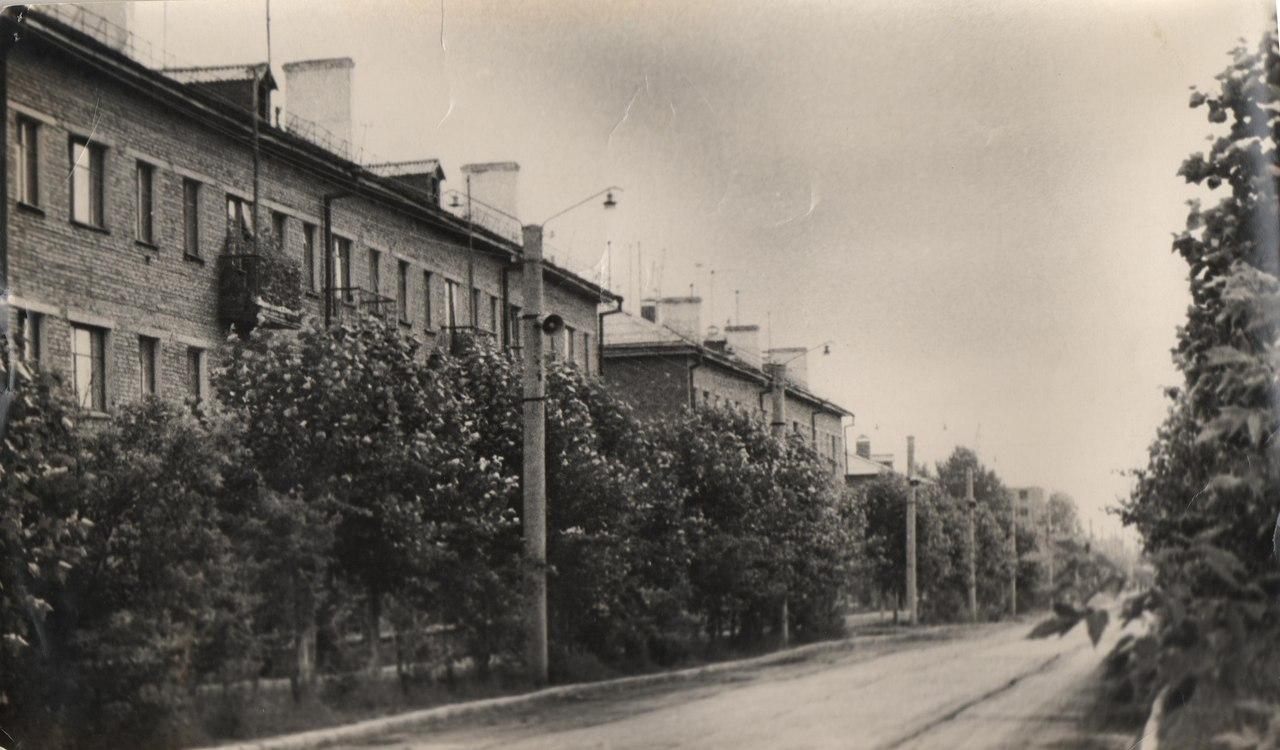 """Первые трёхэтажные дома около стадиона """"Шахтёр"""""""