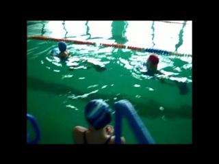 Анюта и Юра. Заплыв на дощечках.