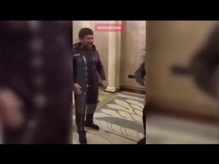 Галустян показывает Кадырову пародию на него Ноги поломаю! Кадыров на руках носил Галустяна