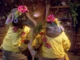 Dinosaurios 2x18 - La guerra de los frutos secos (Primera parte)