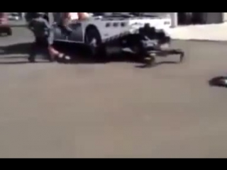мотоциклист налетел на натянутый трос