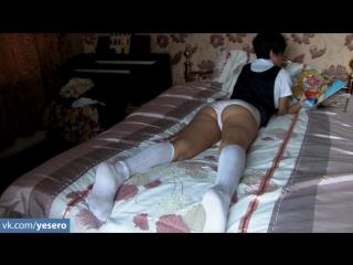 Девушка в белых трусиках лежит на кровати и читает секс рассказ а у самой от этого рассказа вся пилотка мокрая вот бы ее в порно