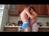 Сын пристаёт к матери на кухне Русское семейное порно, инцест и домашний homemade секс 720p