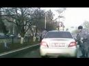 Парень наказал свою девушку за измену привязал к машине и поехал по дороге