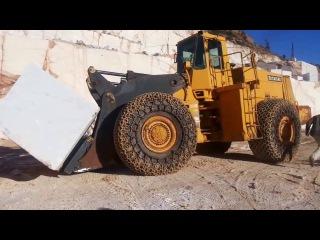 Погрузчики бульдозеры VS Огромные камни