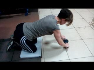Упражнение с колесом для пресса