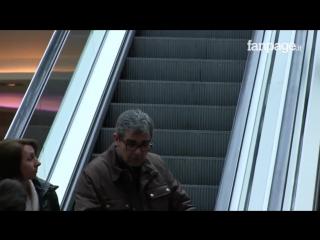 Легкий флирт на эскалаторе  (6 sec)