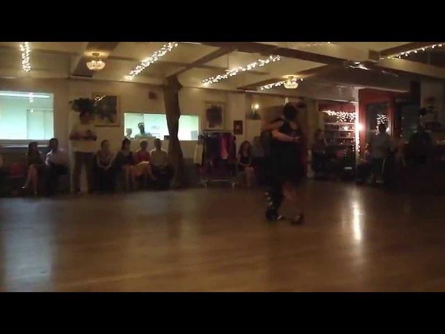Jorge Jasmin bailan La Colegiala en la Milonga La Romeria NYEE.UU.
